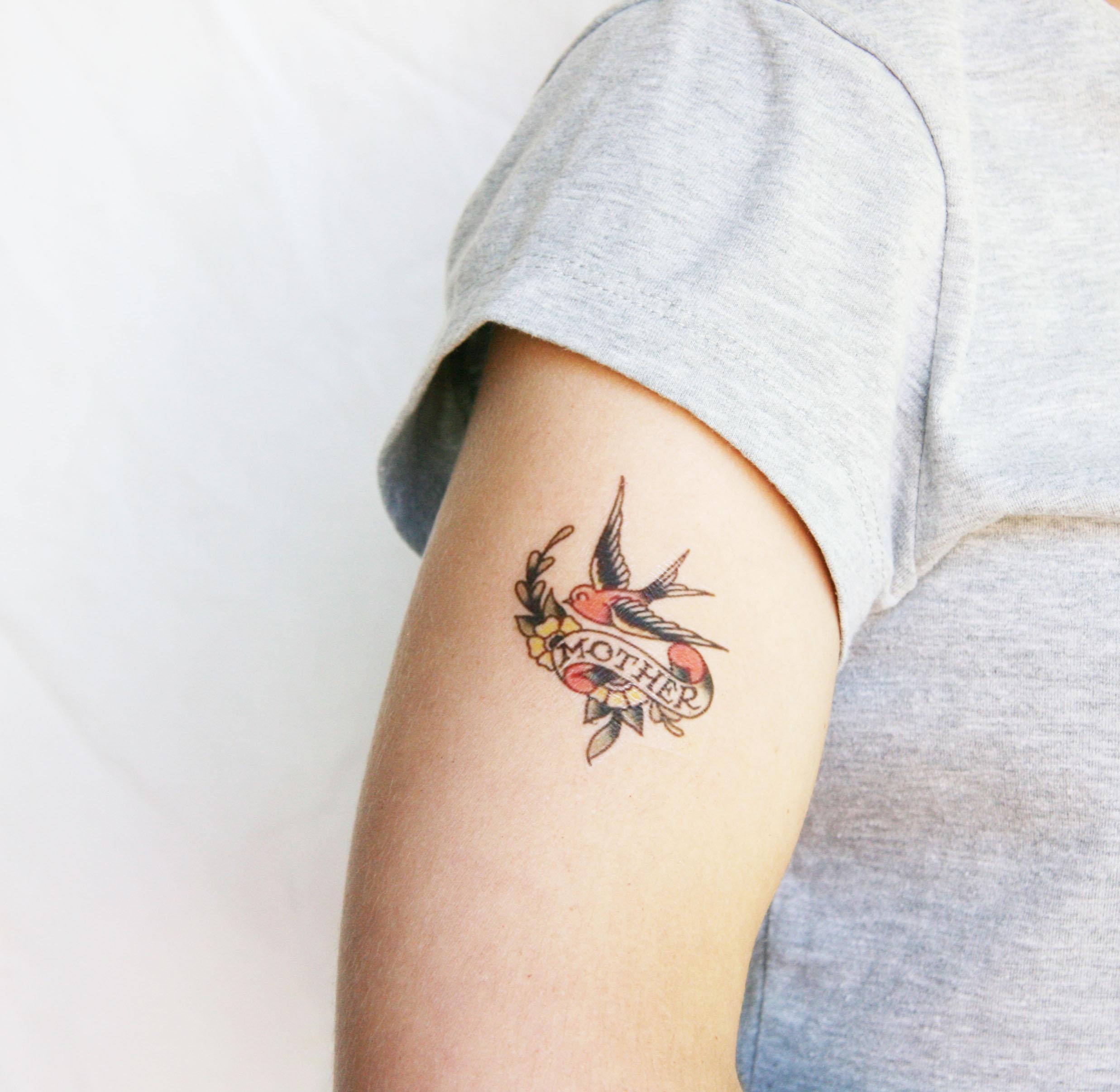 Hình xăm mini về chim én