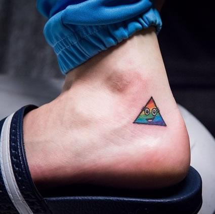 Hình xăm tam giác cầu vồng