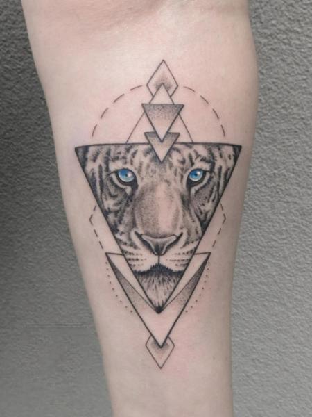 Hình xăm tam giác chú hổ