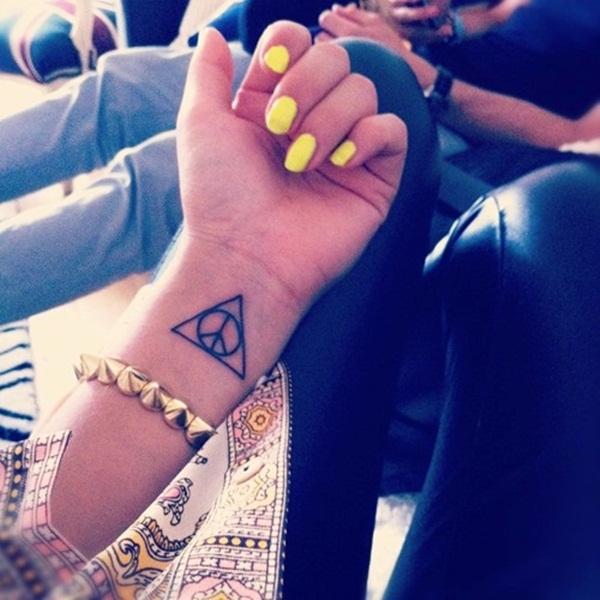 Hình xăm tam giác cổ tay