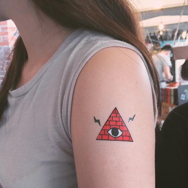 Hình xăm tam giác con mắt