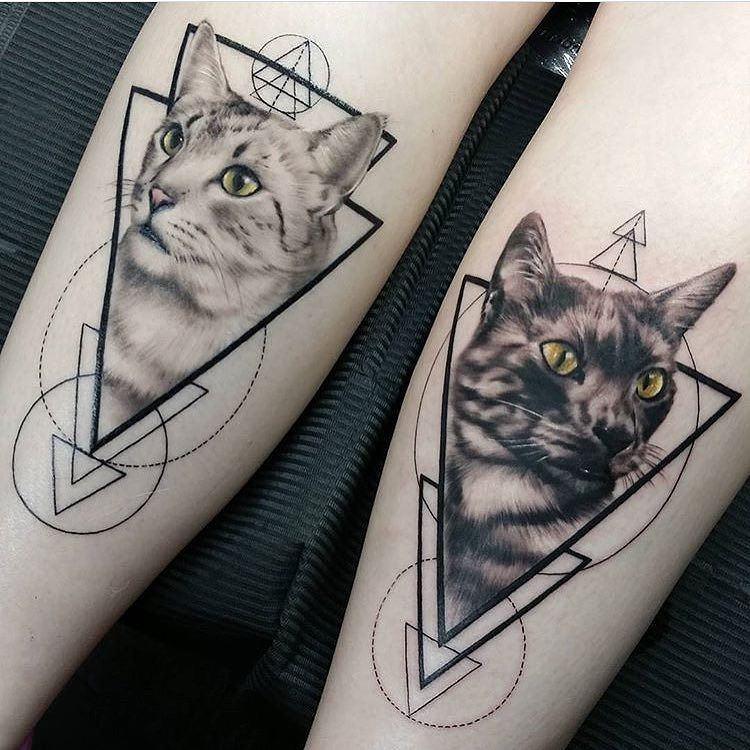 Hình xăm tam giác mèo con