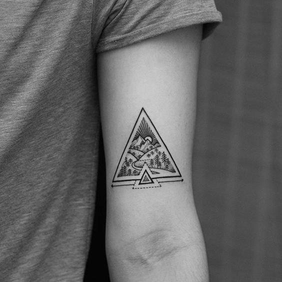Hình xăm tam giác ở tay đẹp