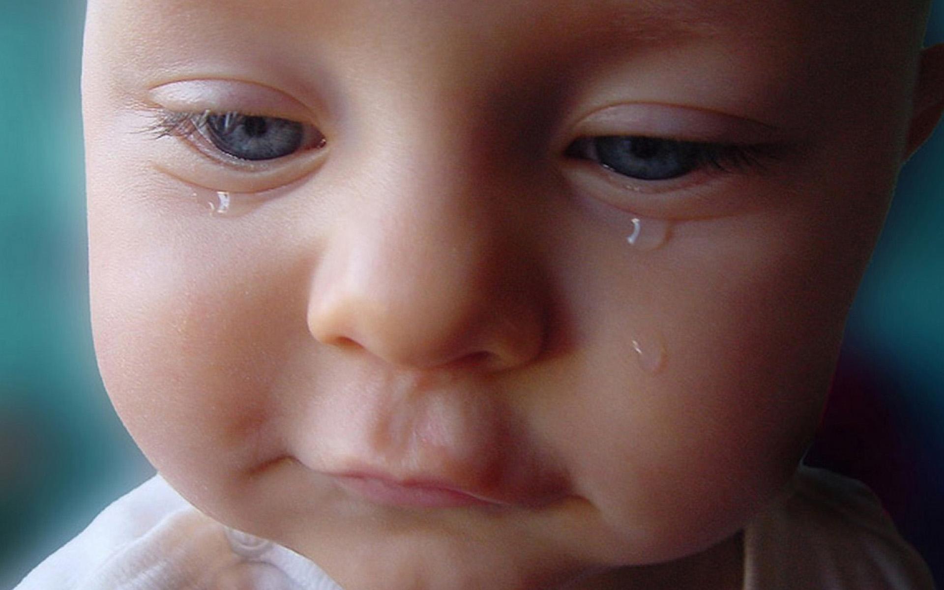Hình ảnh trẻ em buồn khóc
