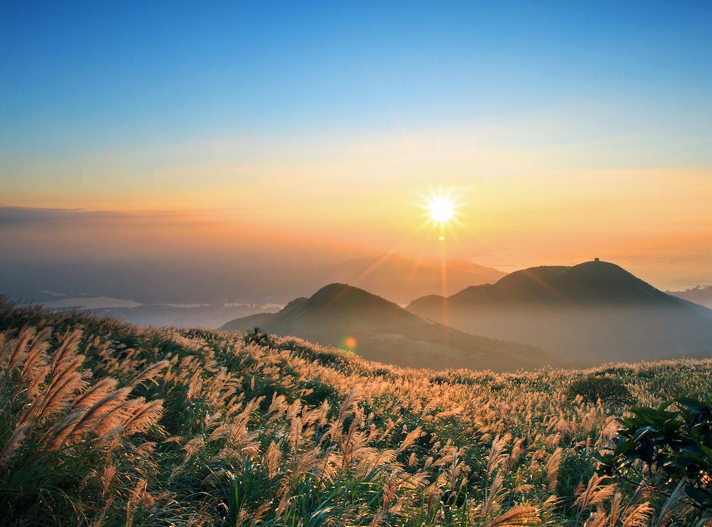 Hình ảnh bình minh trên núi