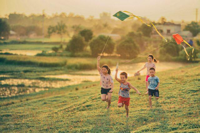 Hình ảnh tuổi thơ vui vẻ