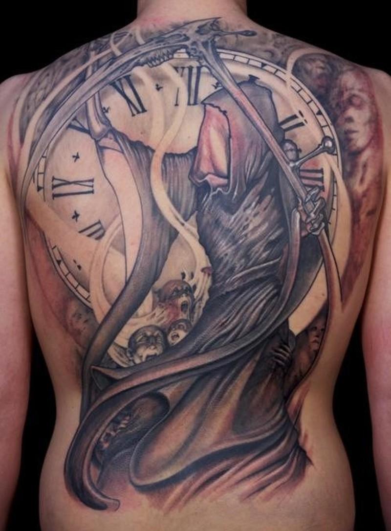 Hình xăm đồng hồ kín lưng