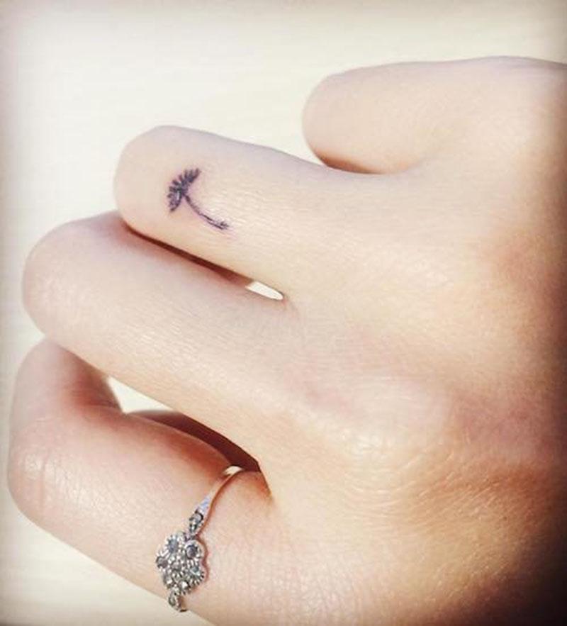 Hình xăm hoa bồ công anh mini trên ngón tay đẹp nhất