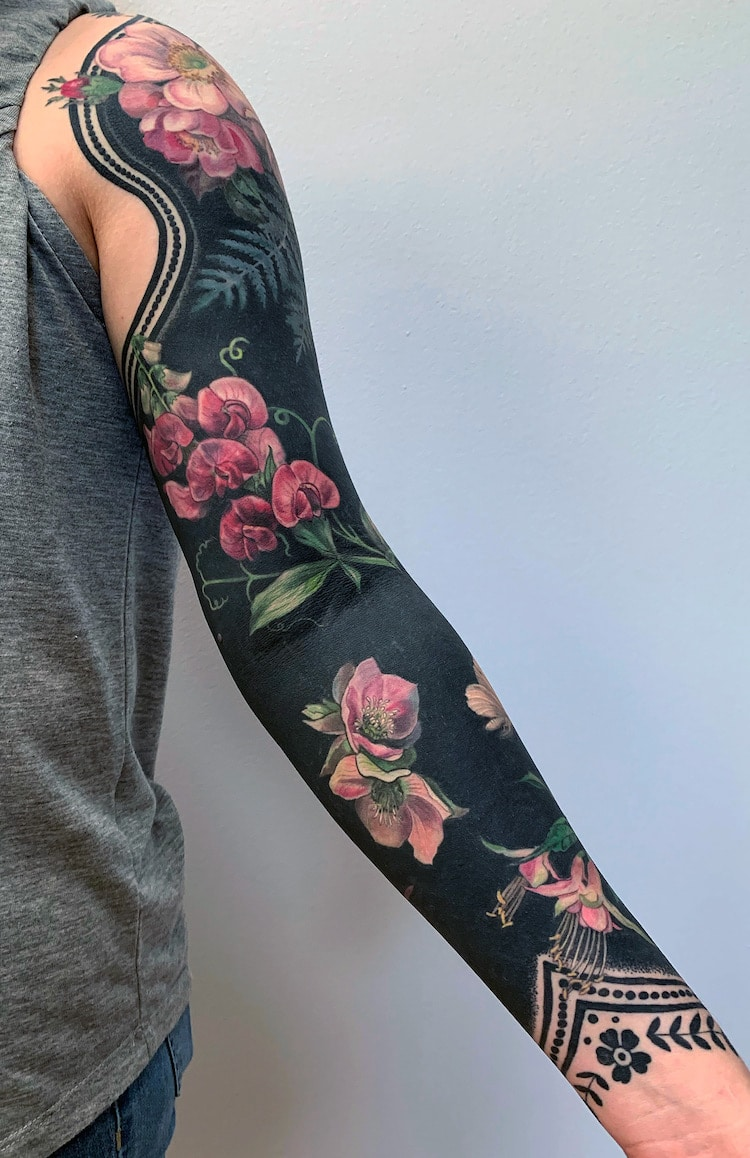 Hình xăm hoa dọc cánh tay
