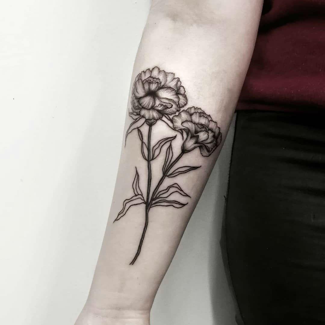 Hình xăm hoa xinh đẹp ở bắp tay