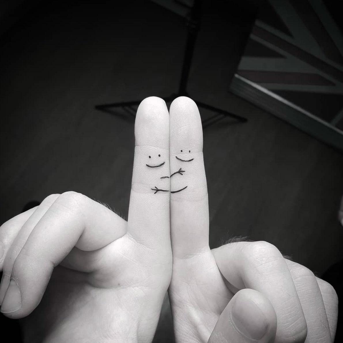 Hình xăm mini đơn giản nhất ở ngón tay