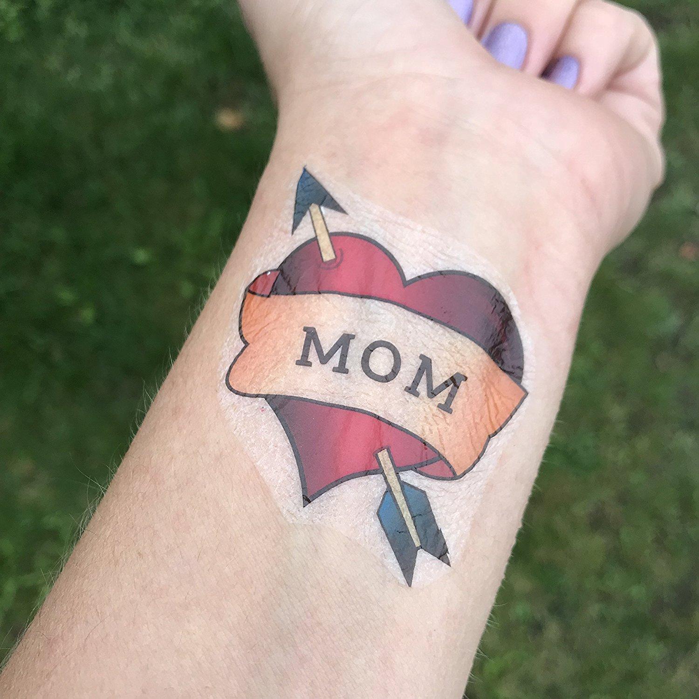 Hình xăm mũi tên cắm vào trái tim MOM