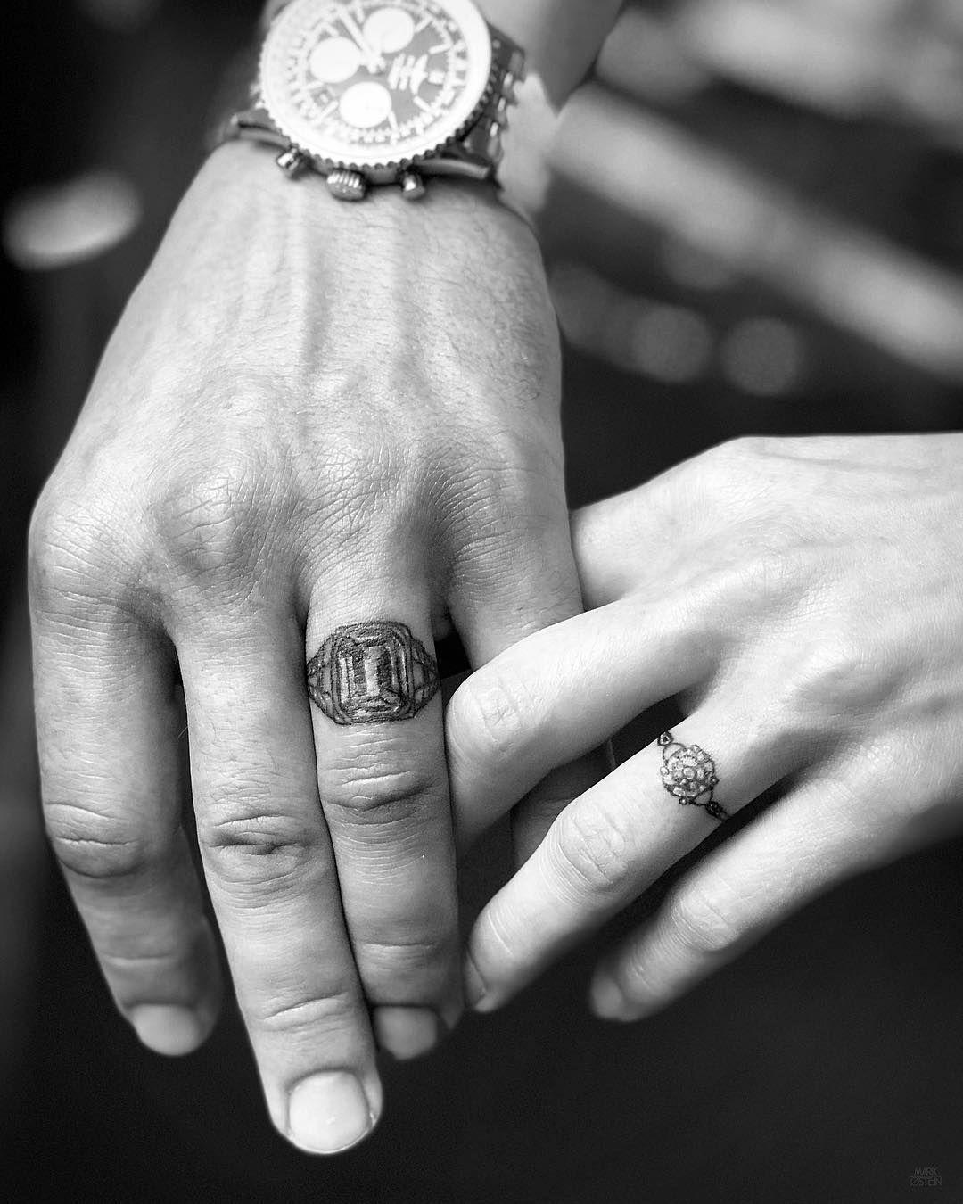 Hình xăm nhẫn ở ngón tay