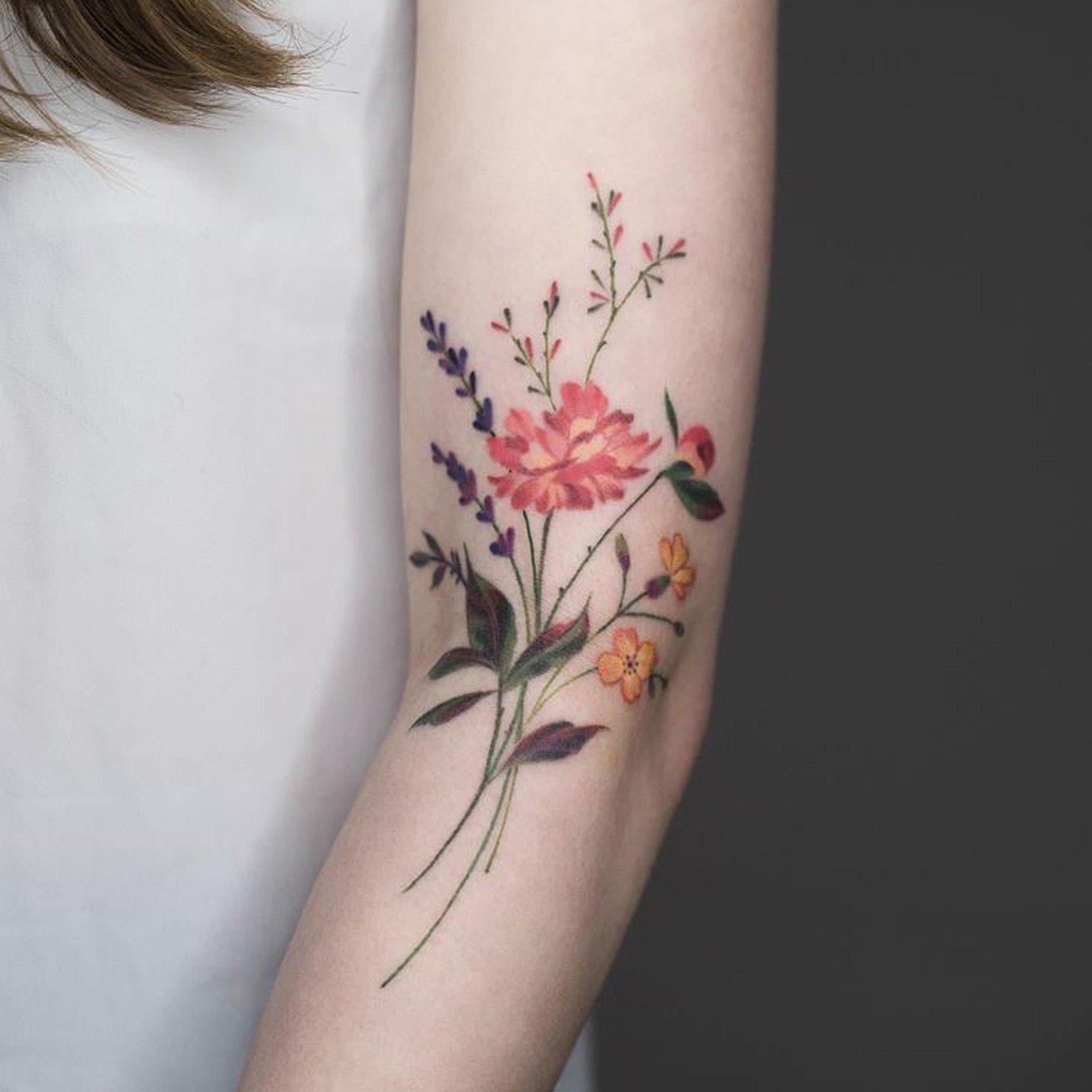 Hình xăm những cánh hoa sặc sỡ