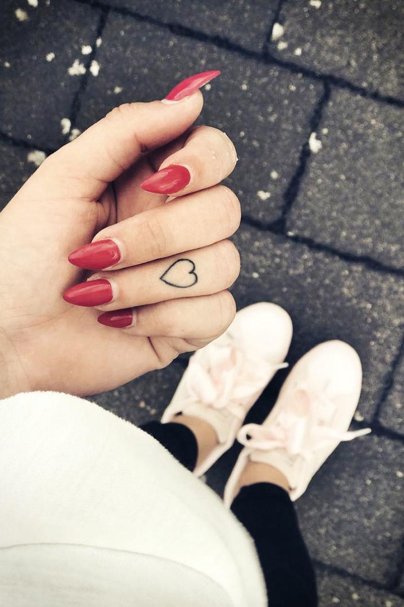 Hình xăm trái tim đẹp nhất ở ngón tay