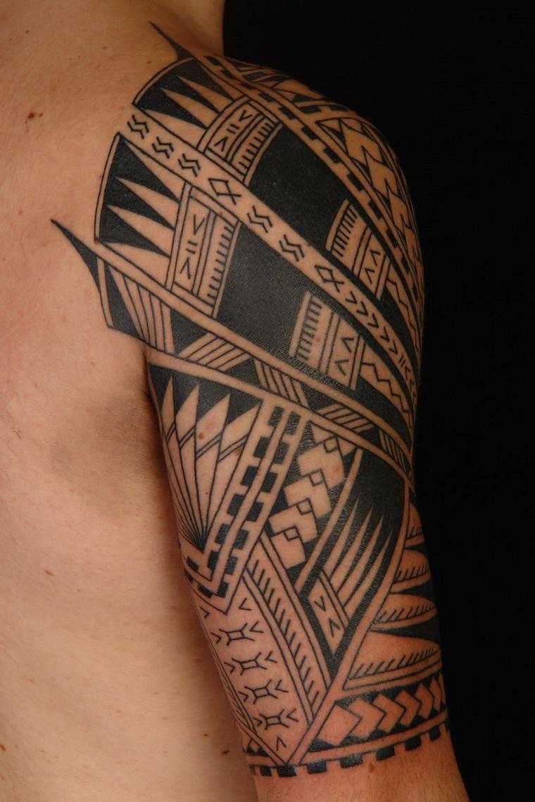 Xăm hình Maori ở tay đẹp