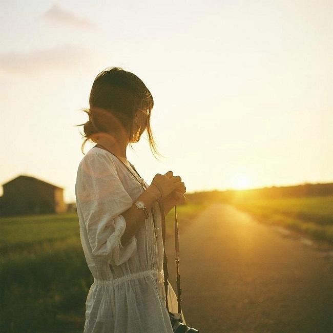 Hình ảnh cô gái yêu đơn phương