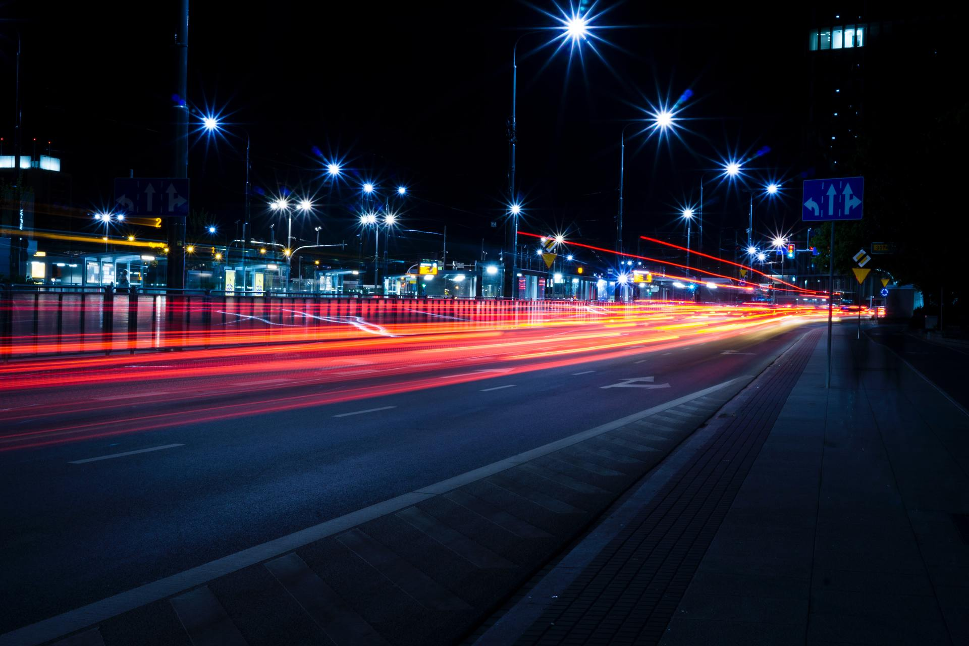 Ảnh thành phố lung linh với ánh đèn