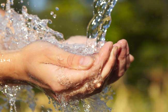 Hình ảnh bàn tay nước