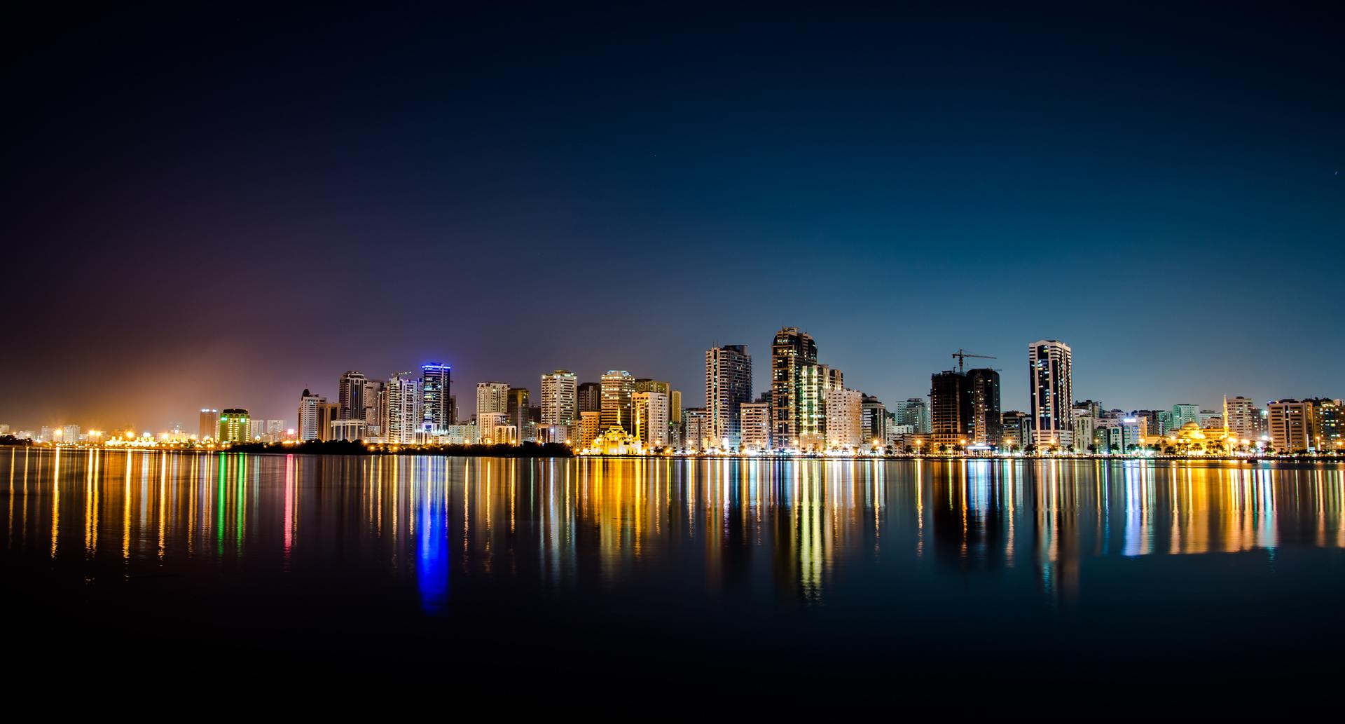 Thành phố lung linh ánh đèn đường