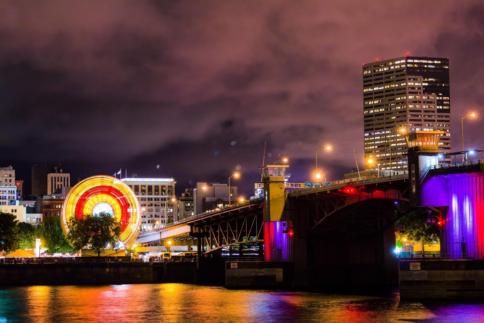 Thành phố lung linh ánh đèn