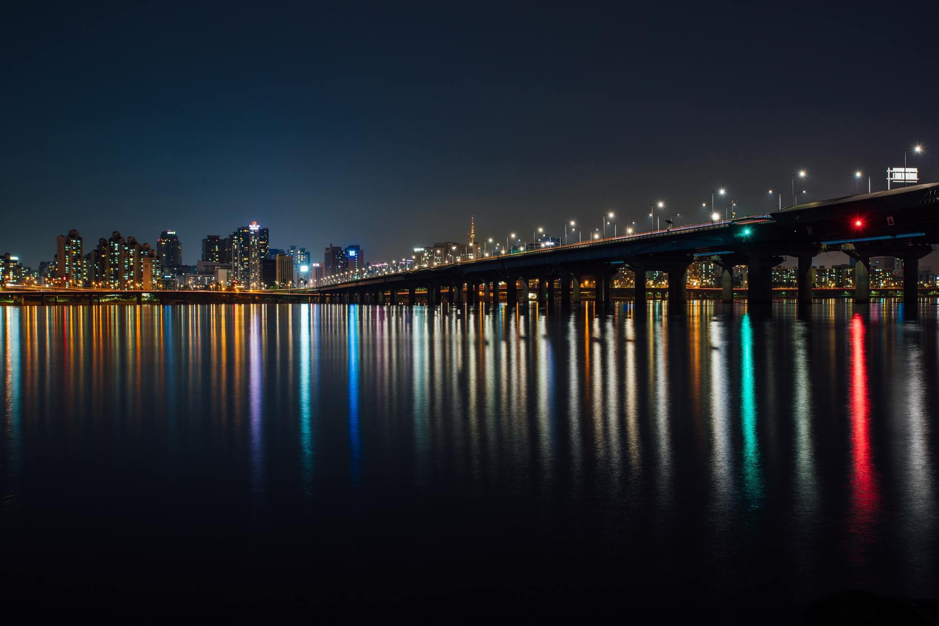 Thành phố và đèn đường