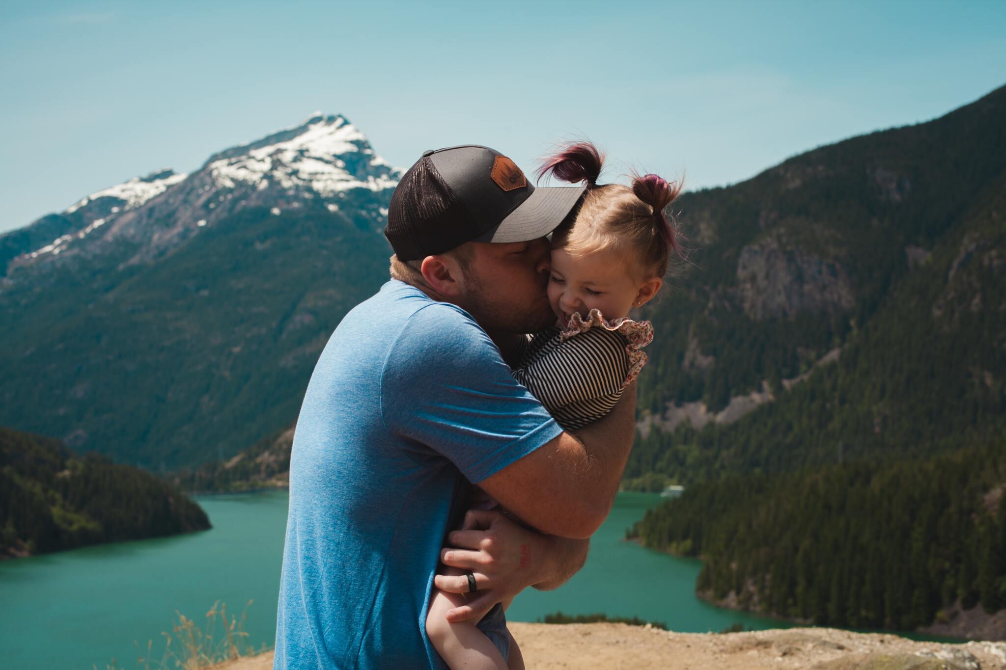 Hình ảnh bố con yêu thương nhau