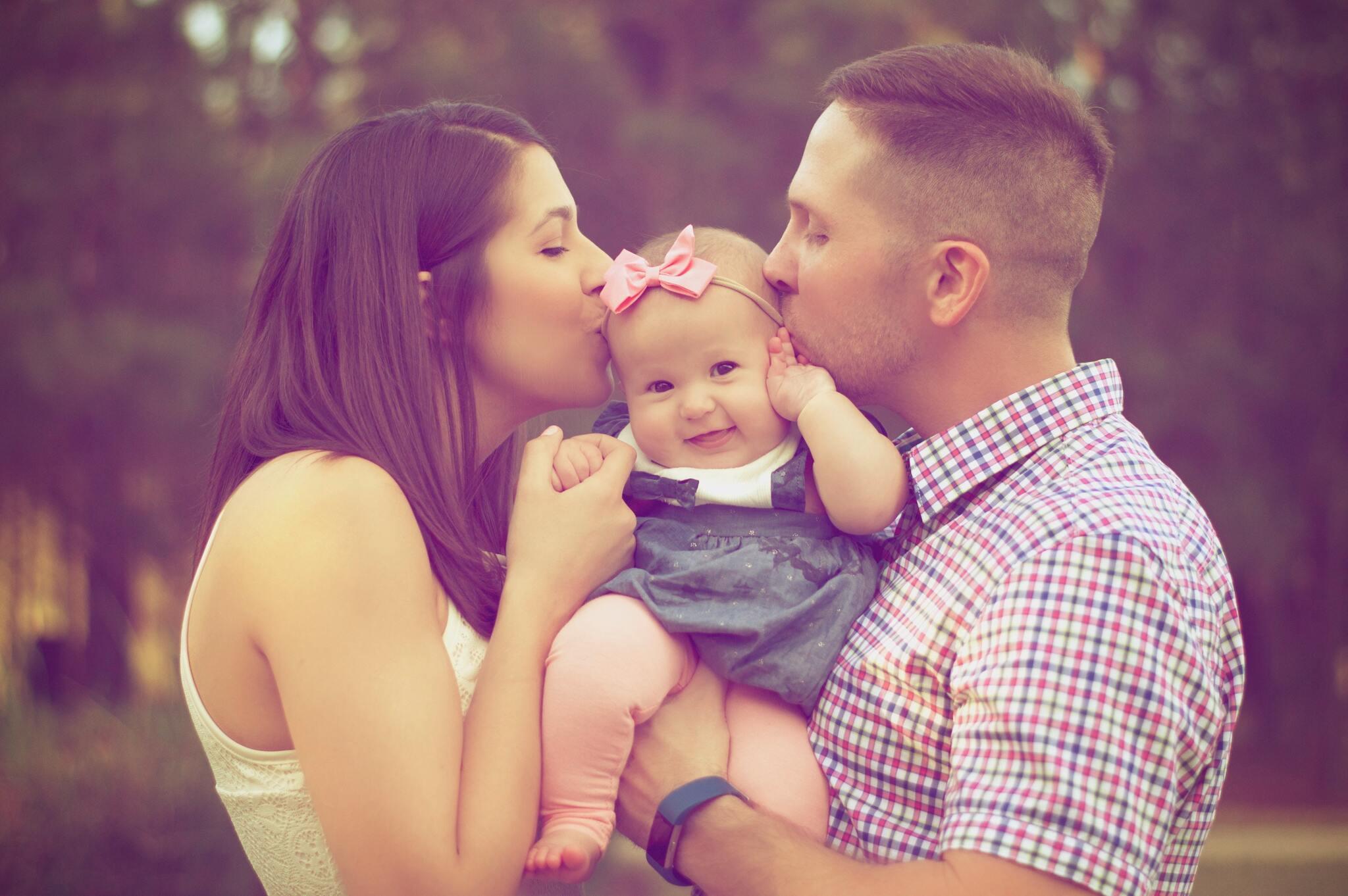 Hình ảnh cha và vợ con