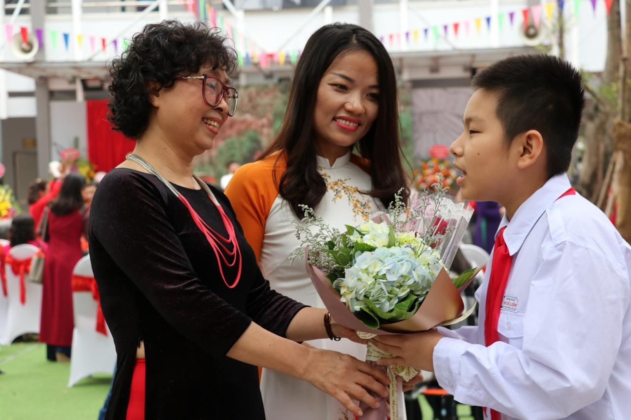Ảnh ngày nhà giáo Việt Nam ý nghĩa nhất