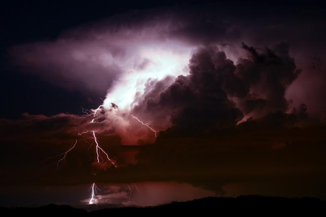 Hình ảnh bầu trời đêm giông bão