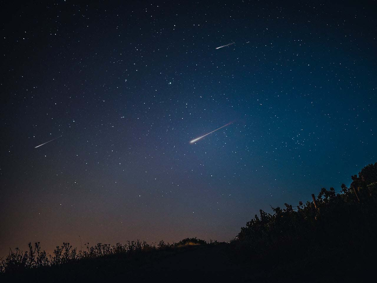 Hình ảnh bầu trời đêm nhiều sao