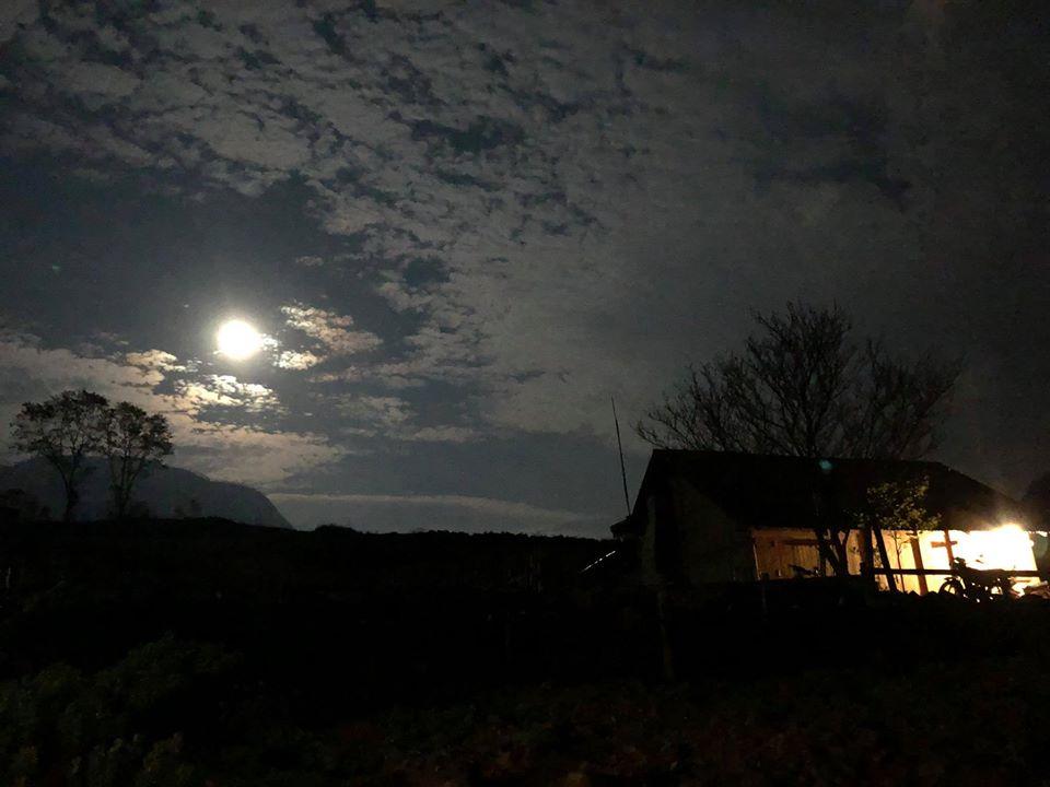 Hình ảnh bầu trời đêm trăng