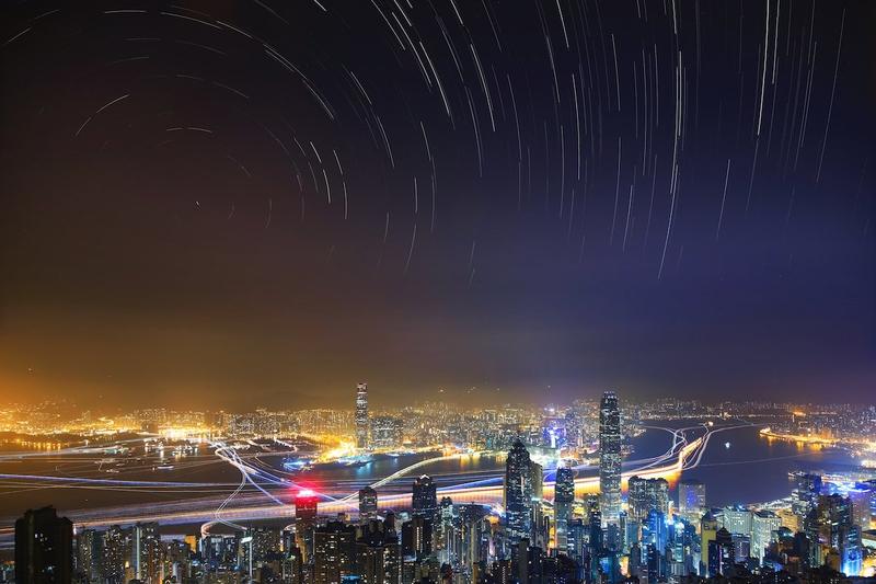 Hình ảnh chụp bầu trời đêm trên thành phố