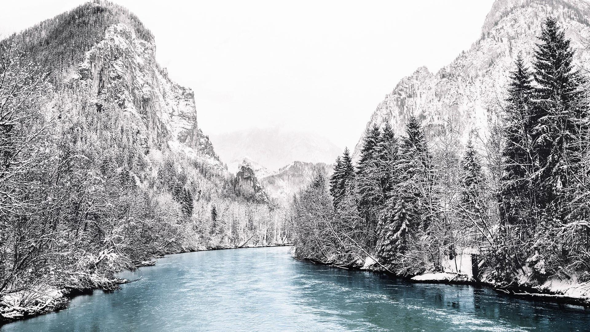Hình ảnh con suối khe núi mùa đông