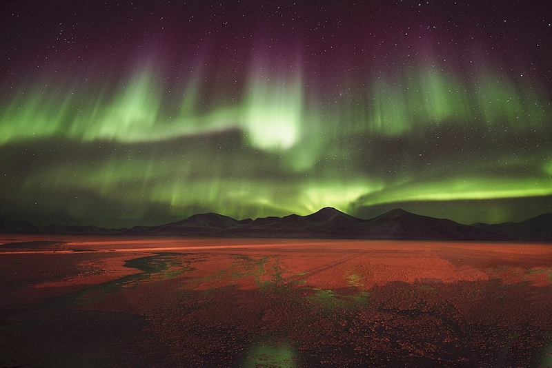 Hình ảnh cực quang trên bầu trời đêm