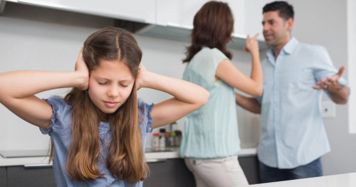 Hình ảnh cuộc sống gia đình buồn