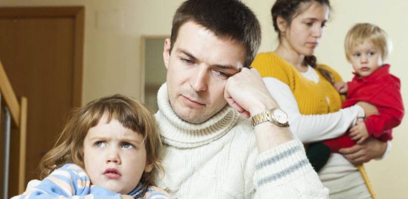 Hình ảnh gia đình buồn giận dỗi