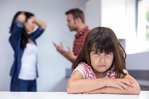 Hình ảnh gia đình buồn vì cãi nhau