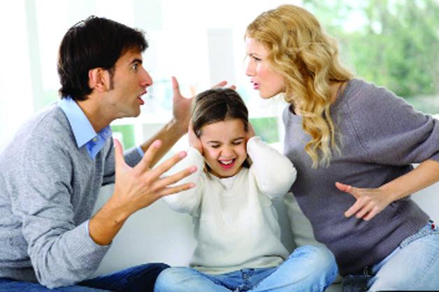 Hình ảnh gia đình buồn vì cãi vã