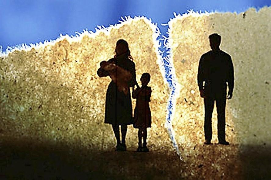 Hình ảnh gia đình buồn