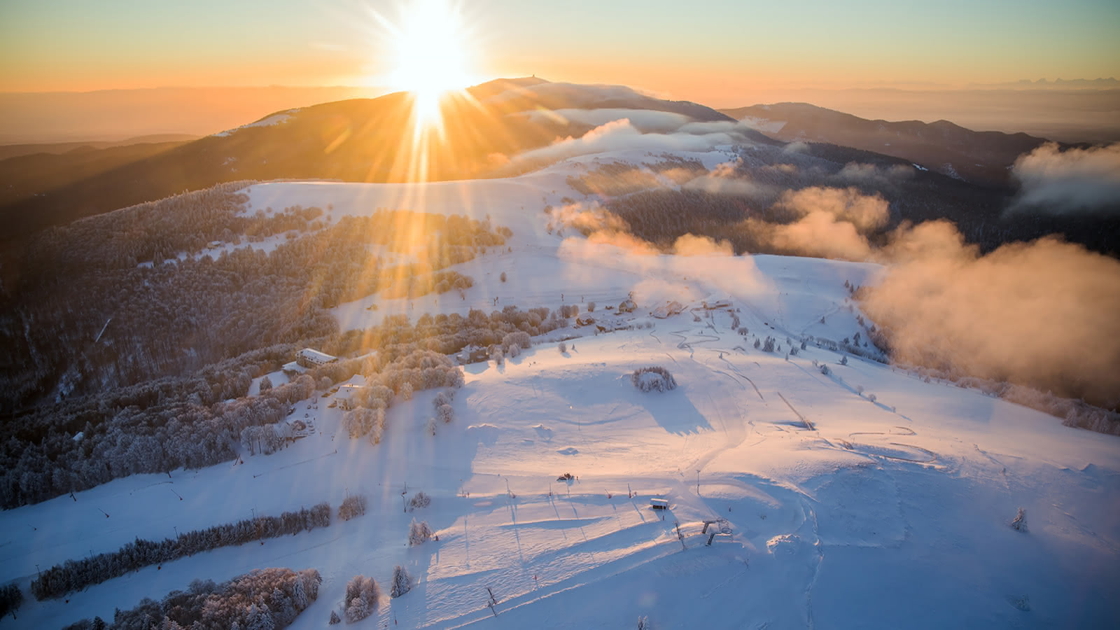 Vùng tuyết trắng dưới ánh mặt trời