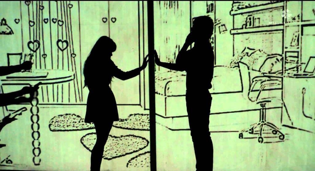 Hình ảnh buồn về cặp đôi yêu xa