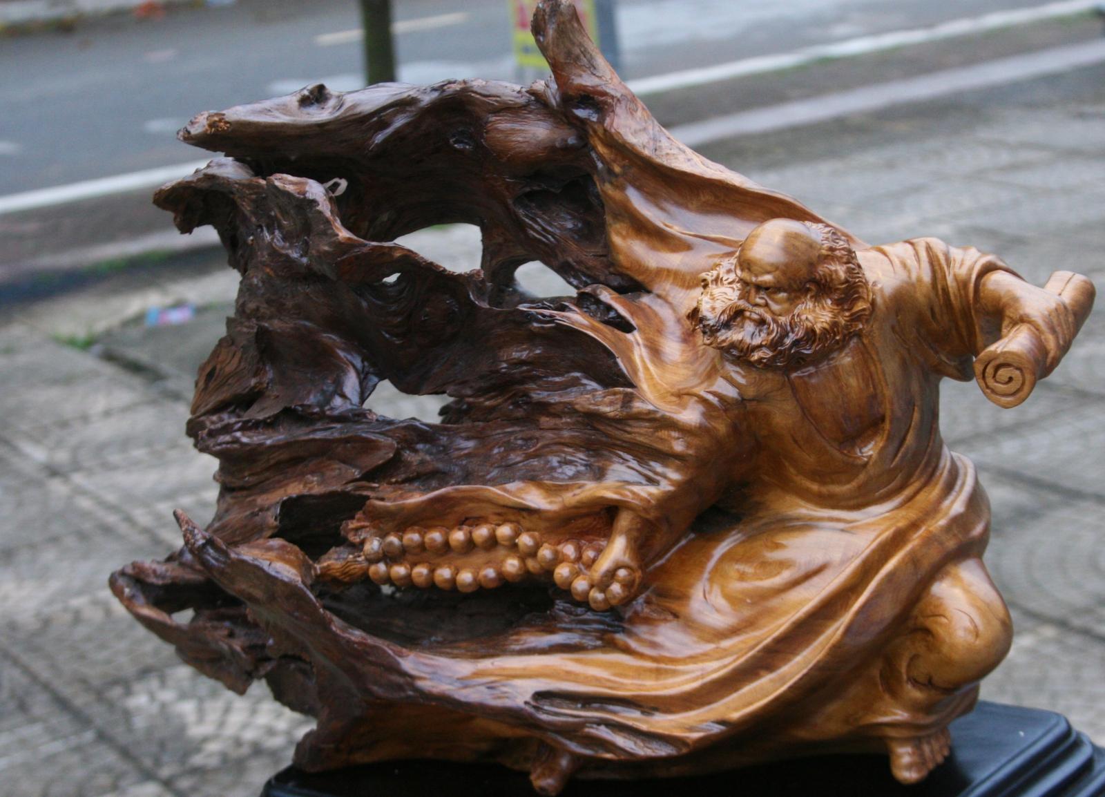 Hình ảnh người gỗ Đạt Ma thu hút tài lộc may mắn