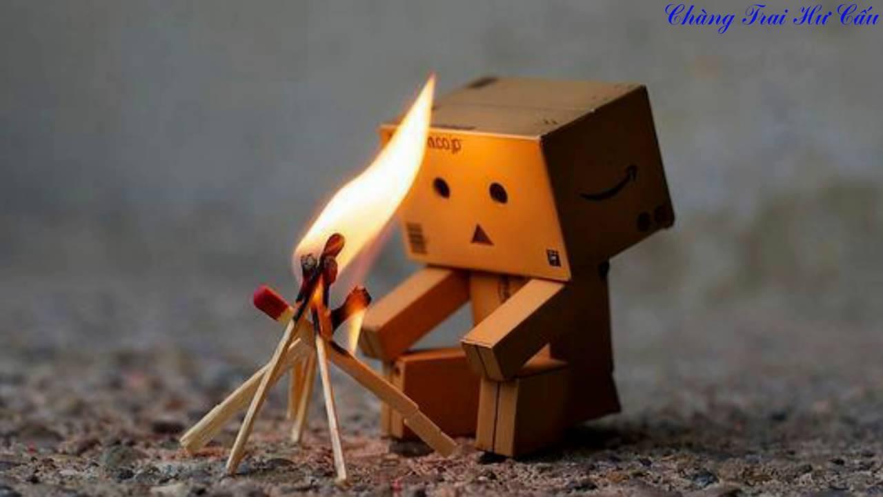Hình ảnh người gỗ sưởi ấm với quen diêm