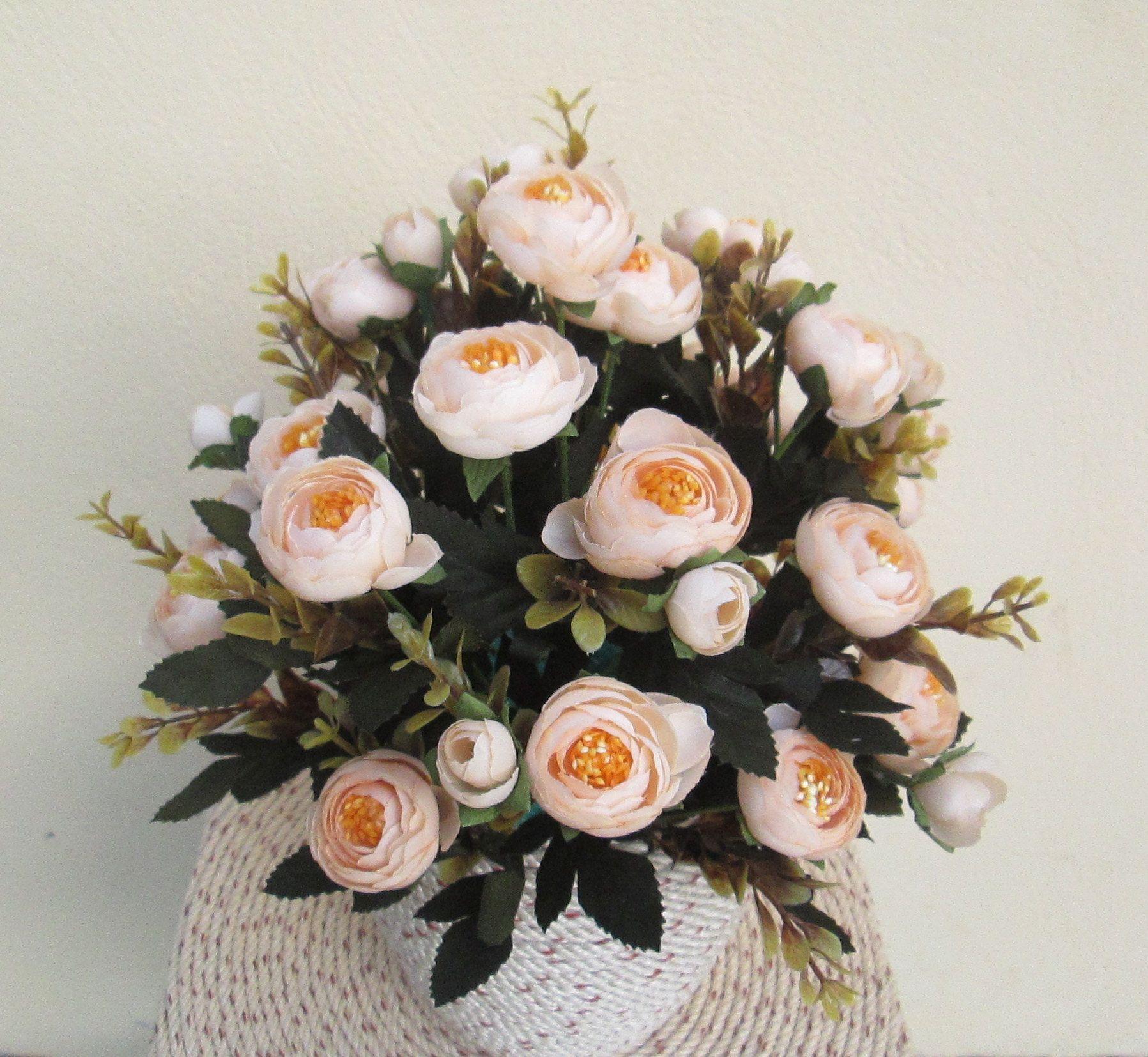 Hoa trà mi giả màu kem nhìn đẹp không kém gì hoa thật