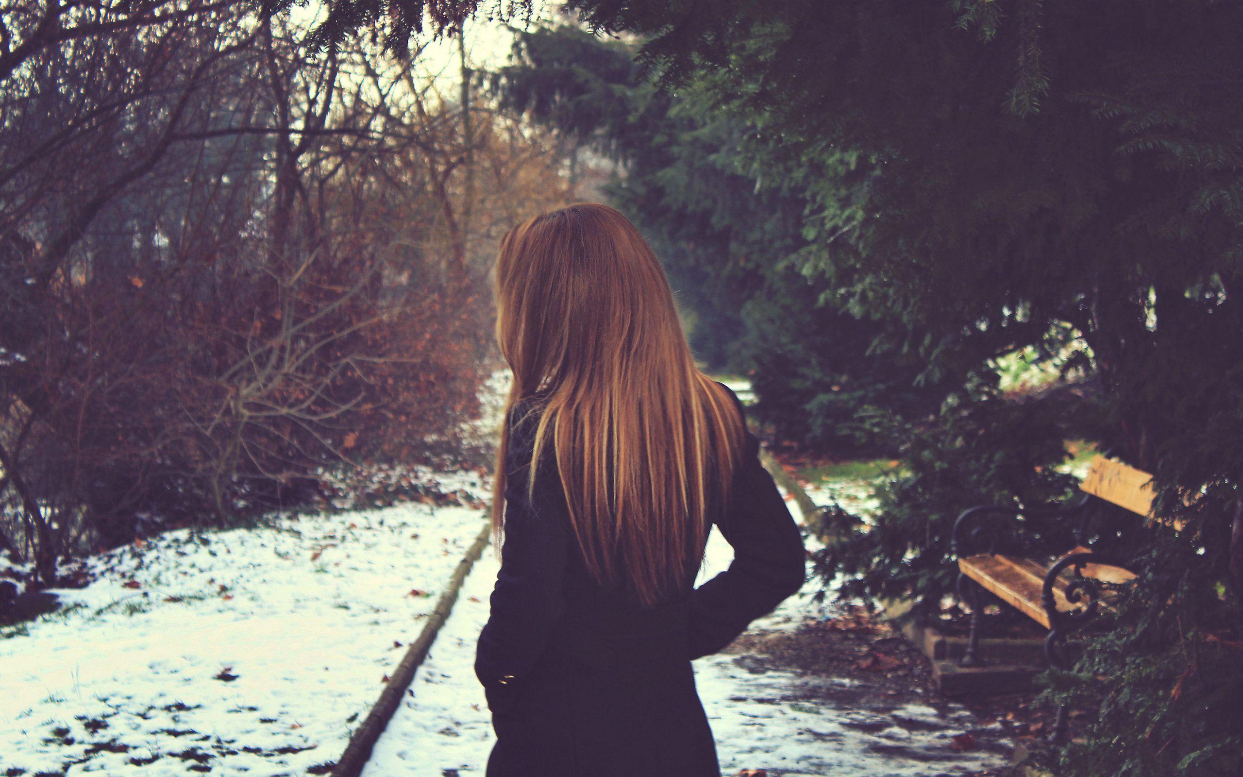 Cô gái tóc vàng cam rất cô đơn hình nên đẹp