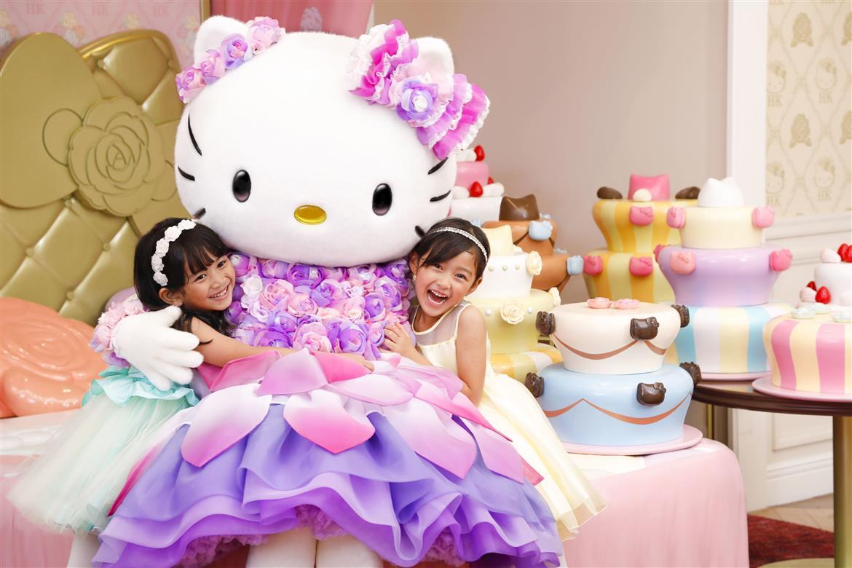 Cô nàng Hello Kitty váy tím