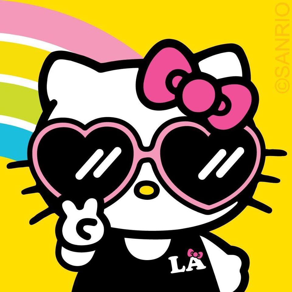 Hello Kitty đeo kính cực kỳ sành điệu