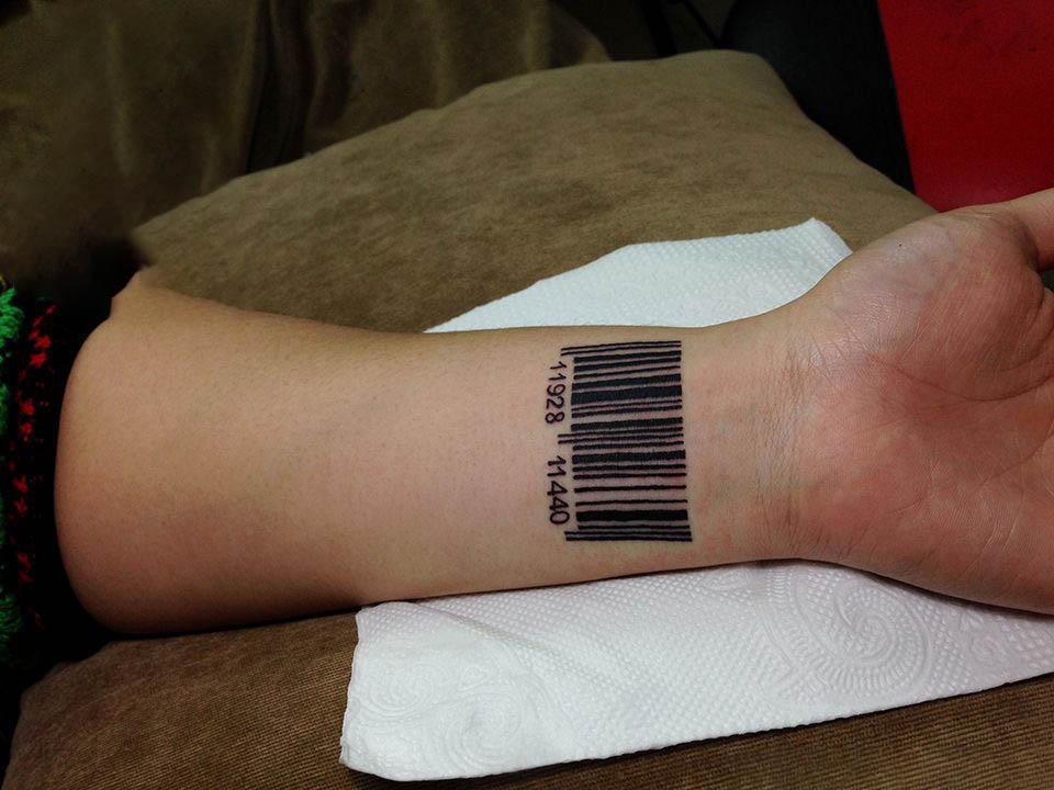 Hình xăm mã vạch ở cổ tay