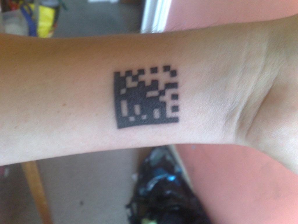 Hình xăm mã vạch qr code